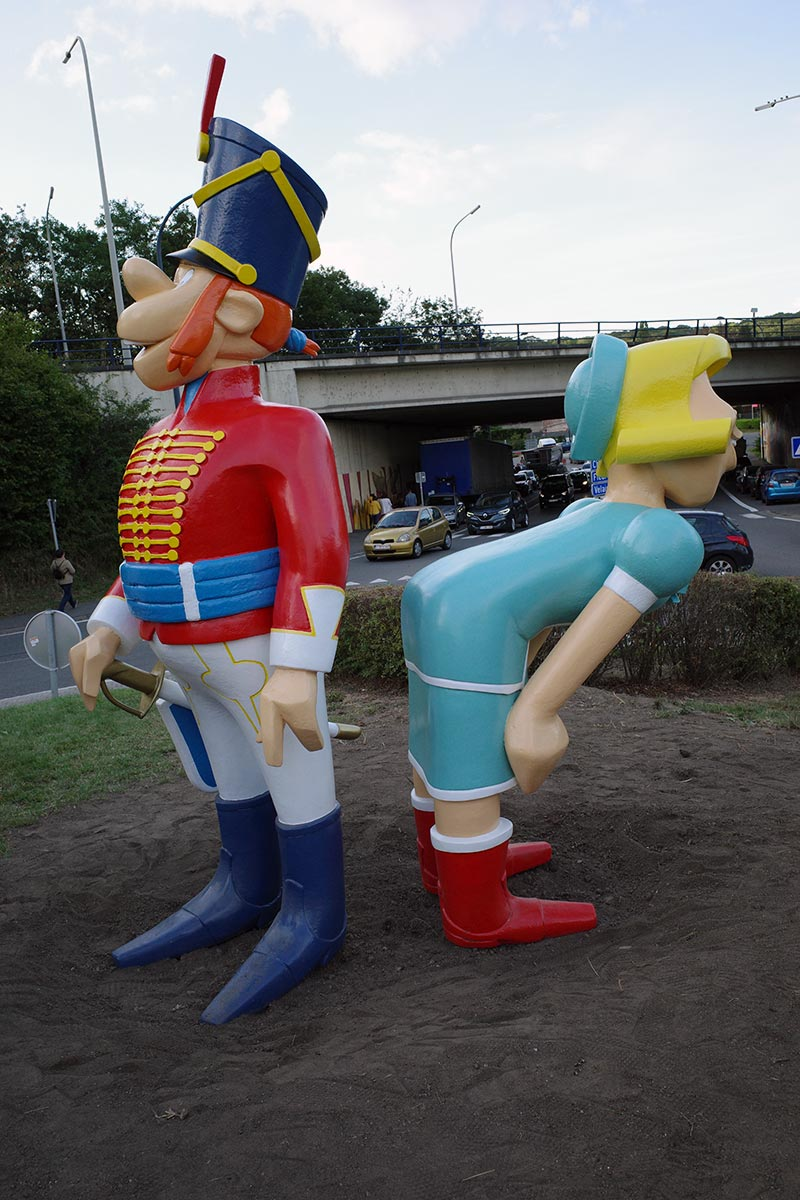 Une statue de «Godaille et Godasse» à Tamines - 2